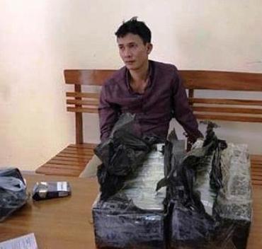 Bắt hai đối tượng vận chuyển 30 bánh heroin