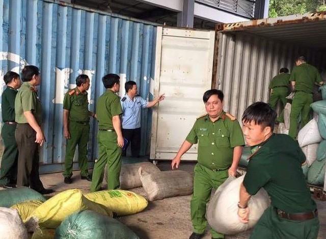 Biểu dương lực lượng ngăn chặn vận chuyển trái phép ngà voi