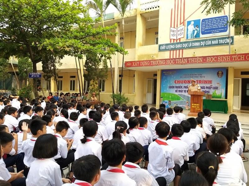 Hơn 1000 học sinh được tuyên truyền pháp luật giao thông
