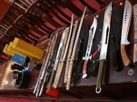 Cẩn thận khi tàng trữ, sử dụng vũ khí thô sơ