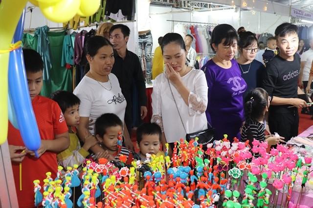 Người dân hào hứng với Lễ hội vinh danh làng nghề truyền thống Phú Xuyên