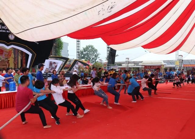 Nhiều hoạt động sôi nổi tại lễ hội vinh danh làng nghề may Comple
