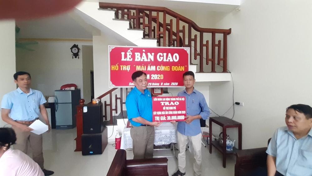 Liên đoàn Lao động huyện Phú Xuyên: Bàn giao Mái ấm Công đoàn cho đoàn viên