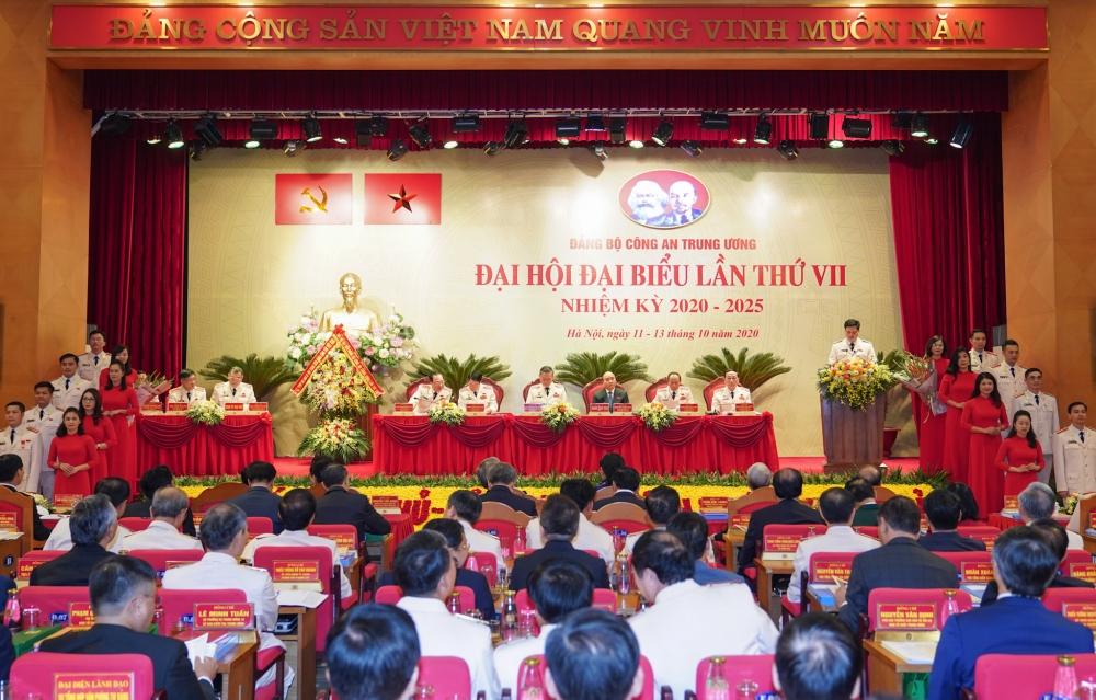 Thủ tướng Nguyễn Xuân Phúc: Đảng bộ Công an Trung ương sẽ phát huy hơn nữa những chiến công, thành tích đã đạt được