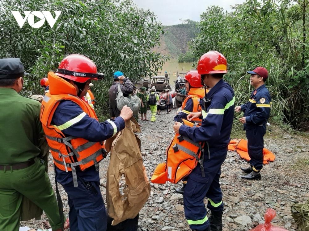 Tích cực triển khai công tác cứu hộ, cứu nạn, hỗ trợ người dân