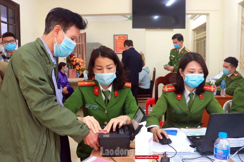 Hà Nội còn khoảng 1 triệu công dân trên 14 tuổi chưa làm thủ tục cấp CCCD điện tử