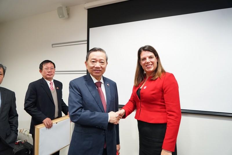 Việt Nam và Anh tăng cường hợp tác phòng, chống mua bán người
