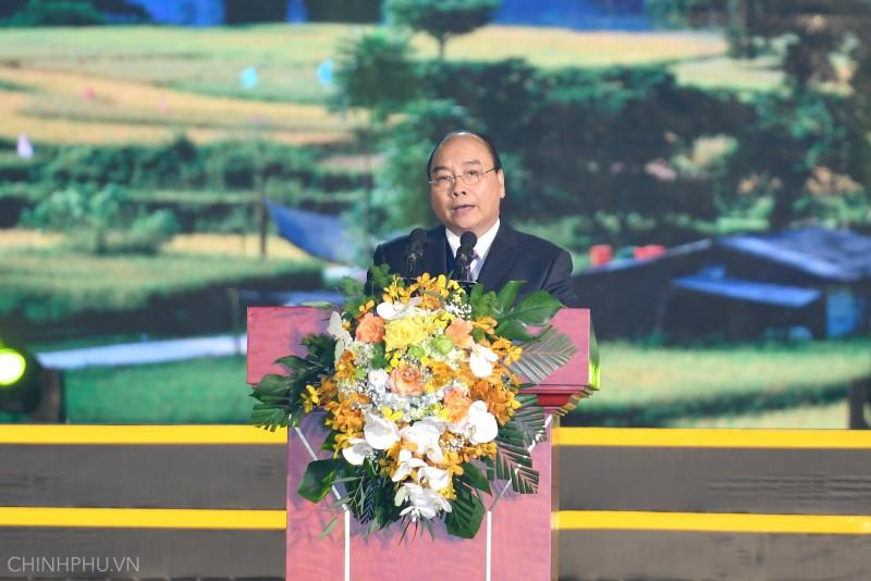 Thủ tướng dự lễ đón nhận danh hiệu Công viên địa chất toàn cầu Non nước Cao Bằng
