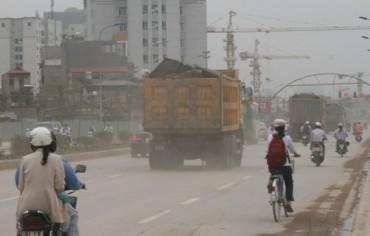 Nhiều tuyến đường ô nhiễm vì khói, bụi