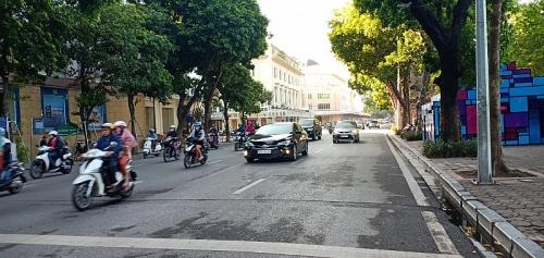 Phố Đinh Tiên Hoàng – Đại lộ hiện đại ở trung tâm Thủ đô