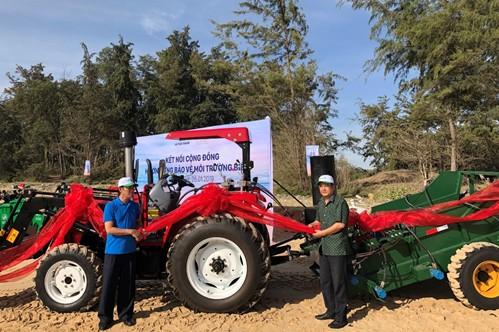 Bình Thuận: Đưa vào sử dụng loạt máy cào rác chuyên dụng làm sạch môi trường biển