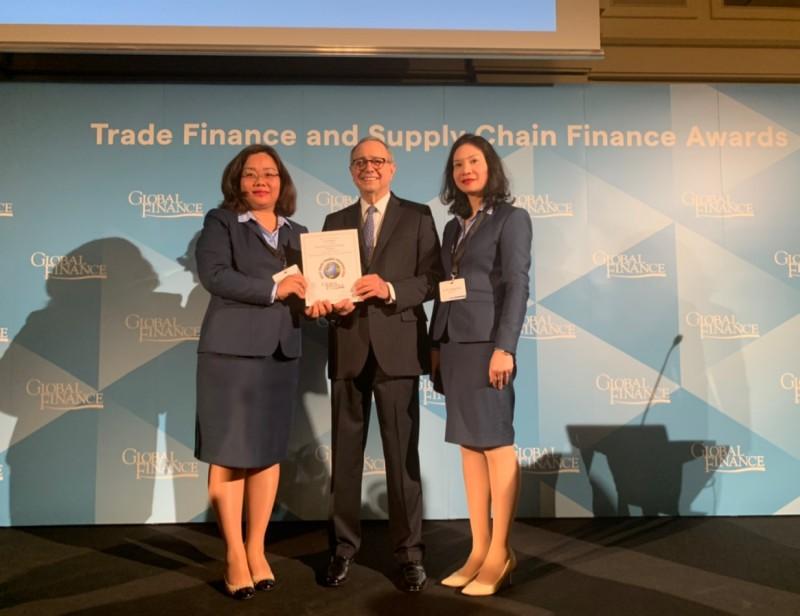 Giới tài chính quốc tế xếp hạng dịch vụ tài trợ thương mại của VietinBank tốt nhất Việt Nam
