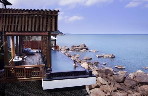 Thay vì 'đốt tiền' đi nước ngoài, bạn được trải nghiệm kỳ nghỉ hàng đầu thế giới ngay tại Việt Nam