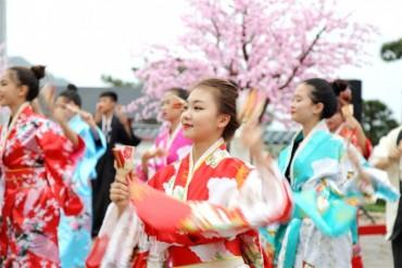 Du khách nô nức đến Lễ hội Mặt trời mọc tại Quảng Ninh