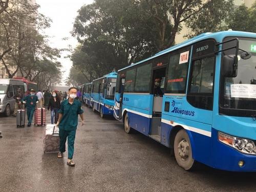 Hà Nội huy động hàng trăm xe buýt đưa người hết cách ly về địa phương