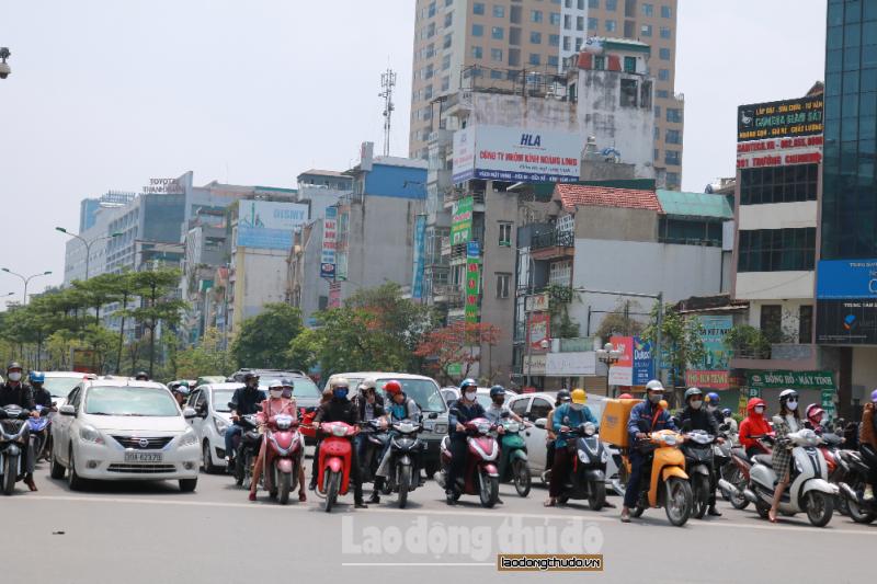 Ảnh: Đường phố Hà Nội ngày cuối thực hiện cách ly xã hội