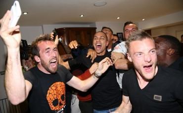 Hòa Chelsea, Tottenham dâng ngôi vô địch cho Leicester