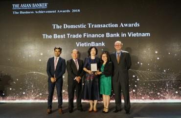 """VietinBank nhận """"cú đúp"""" giải thưởng uy tín từ tổ chức quốc tế"""