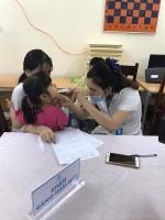Tặng quà, khám sức khỏe miễn phí cho trẻ em làng Birla Hà Nội
