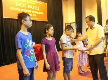Quận Nam Từ Liêm tuyên dương con CNVC đạt học sinh giỏi