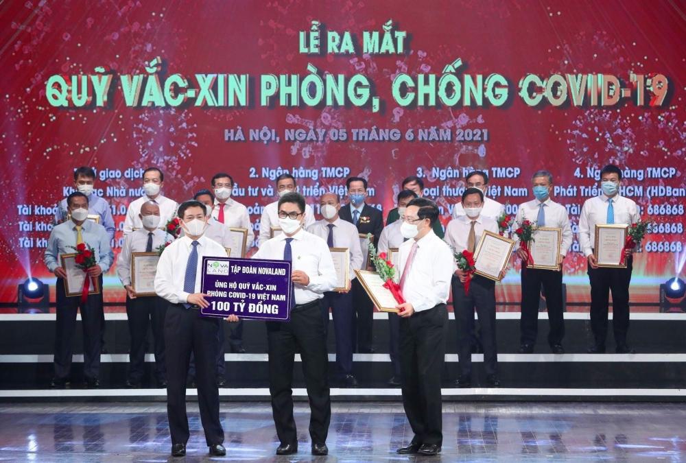 Tập đoàn Novaland tặng máy xét nghiệm nhanh để tăng cường kiểm soát dịch bệnh tại Phú Yên