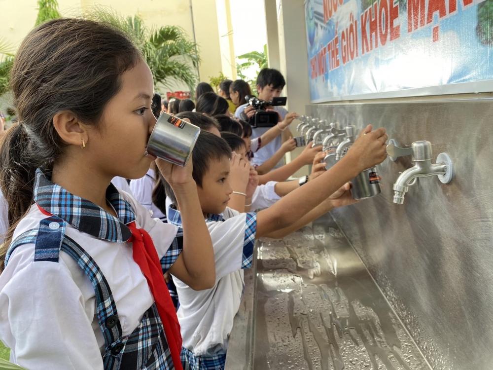 Nước sạch học đường – giải khát nhu cầu nước sạch cho học sinh vùng ngập mặn