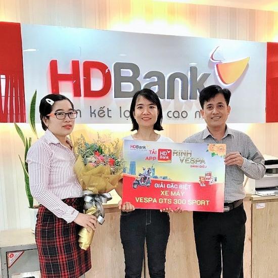 """64 khách hàng HDBank may mắn nhận giải từ chương trình """"Tải App HDBank – Rinh Vespa sành điệu"""""""