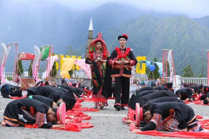 Đám cưới người Dao truyền thống được tái hiện sinh động