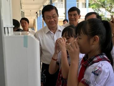 Thêm hàng chục nghìn học sinh Bến Tre được cấp nước sạch