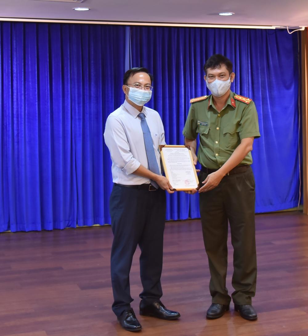"""SCB nhận giấy khen về phong trào """"Toàn dân bảo vệ an ninh Tổ quốc"""""""