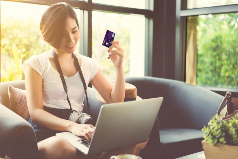 Vô vàn lí do bạn nên sử dụng thẻ tín dụng