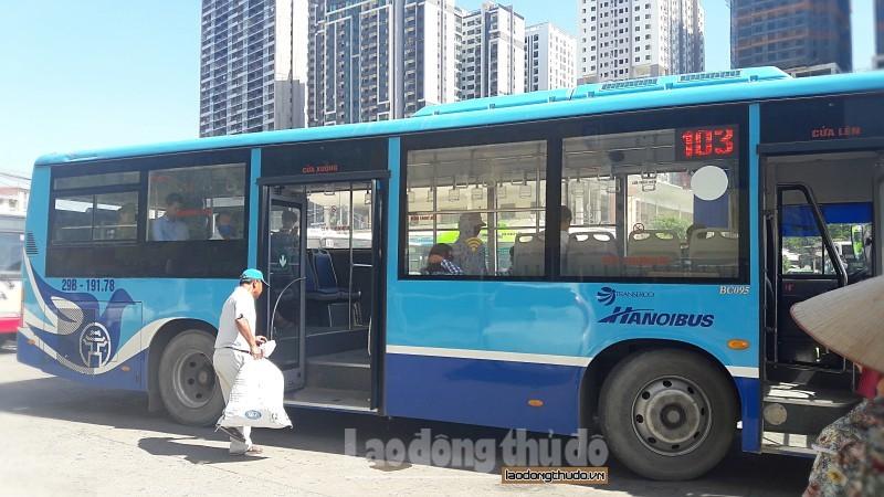 Hà Nội: Mua vé tháng xe buýt bằng quét mã QR