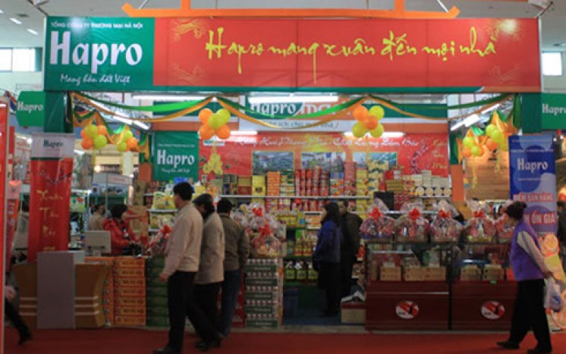 """Hapro tổ chức điểm bán hàng theo mô hình """"chợ Tết """" tại huyện Ứng Hòa"""