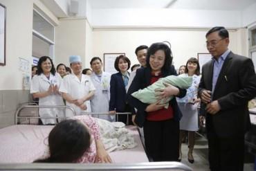 Thường trực Thành ủy thăm, chúc Tết Bệnh viện Phụ sản Hà Nội
