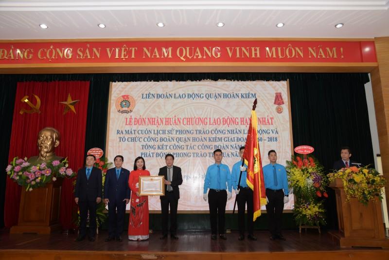 LĐLĐ quận Hoàn Kiếm vinh dự đón nhận Huân chương Lao động hạng Nhất