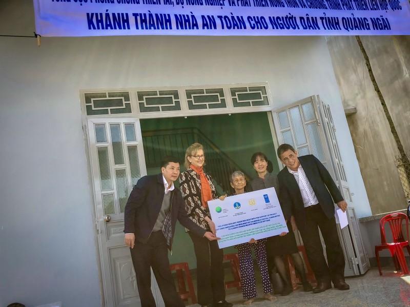Khánh thành 37 nhà an toàn cho bà con vùng ven biển Quảng Ngãi