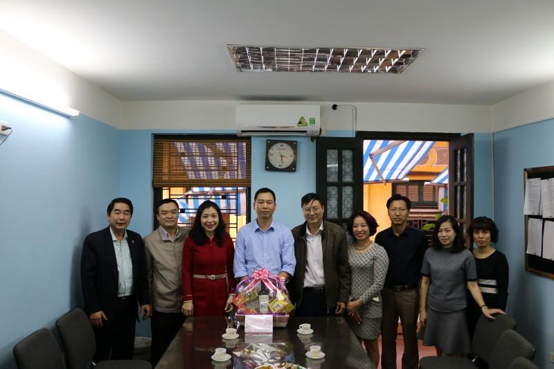 LĐLĐ quận Hoàn Kiếm thăm, chúc Tết CNLĐ Công ty Môi trường đô thị Hà Nội