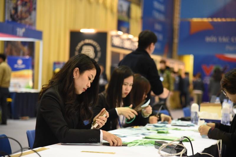 Phóng viên trong nước và quốc tế tác nghiệp tại Trung tâm báo chí Hội nghị Thượng đỉnh Mỹ - Triều