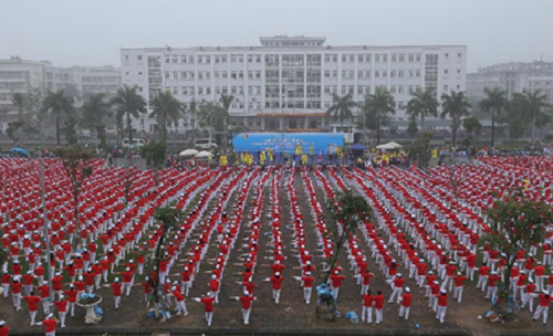 Hơn 5.000 người cao tuổi đồng diễn thể dục xác lập kỷ lục Việt Nam