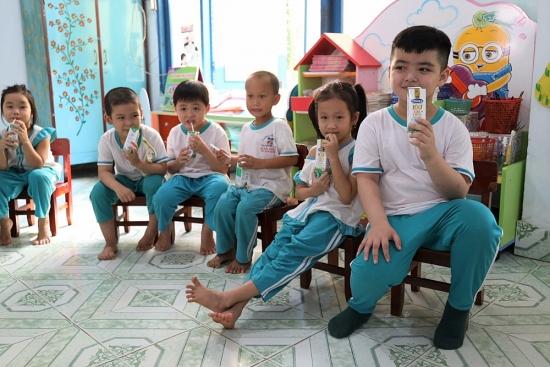 """4 năm triển khai, Sữa học đường tỉnh Bến Tre """"được lòng"""" cả thầy trò, phụ huynh"""