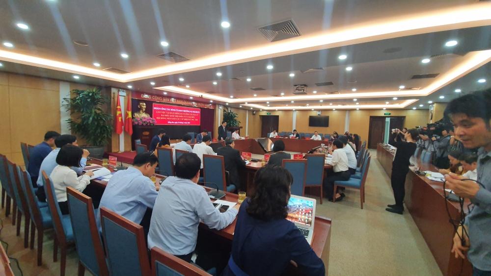 Chủ tịch Uỷ ban nhân dân Thành phố Chu Ngọc Anh kiểm tra công tác phục vụ bầu cử tại quận Đống Đa