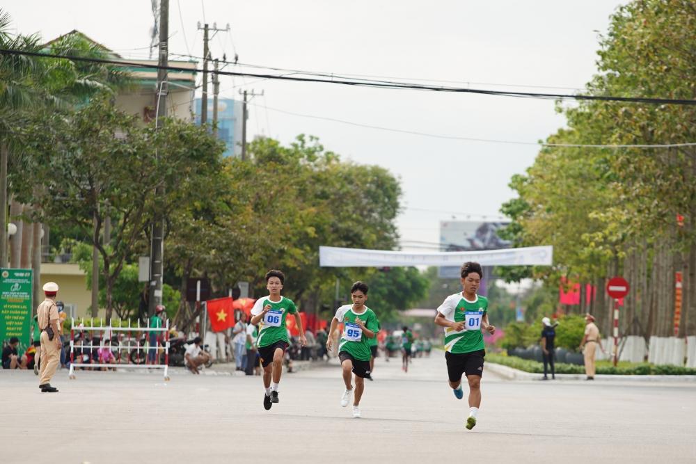 Hơn 2.000 học sinh đồng diễn thể dục tại Ngày chạy Olympic vì sức khỏe toàn dân năm 2021 tại tỉnh Quảng Nam
