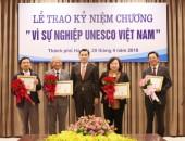 """20 cá nhân được trao tặng kỷ niệm chương """"Vì sự nghiệp UNESCO Việt Nam"""""""