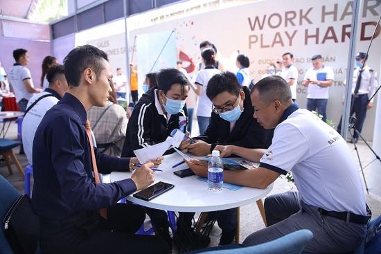 Hàng nghìn ứng viên tham dự Đại hội tuyển dụng Bất động sản lớn nhất năm 2021