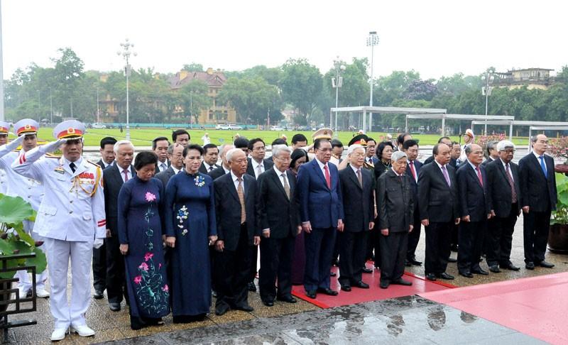 Lãnh đạo Đảng, Nhà nước, TP Hà Nội viếng Chủ tịch Hồ Chí Minh