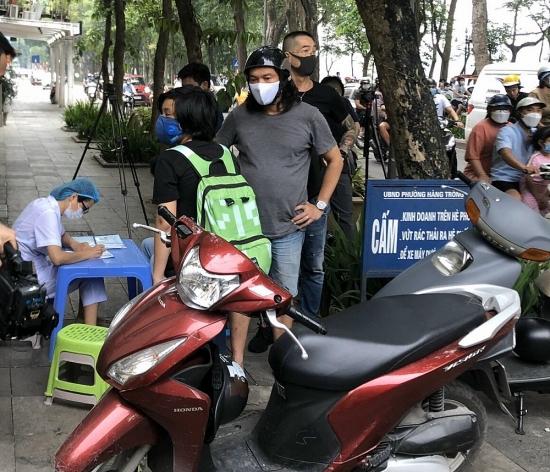 Quận Hoàn Kiếm xử phạt gần 40 trường hợp không đeo khẩu trang nơi công cộng