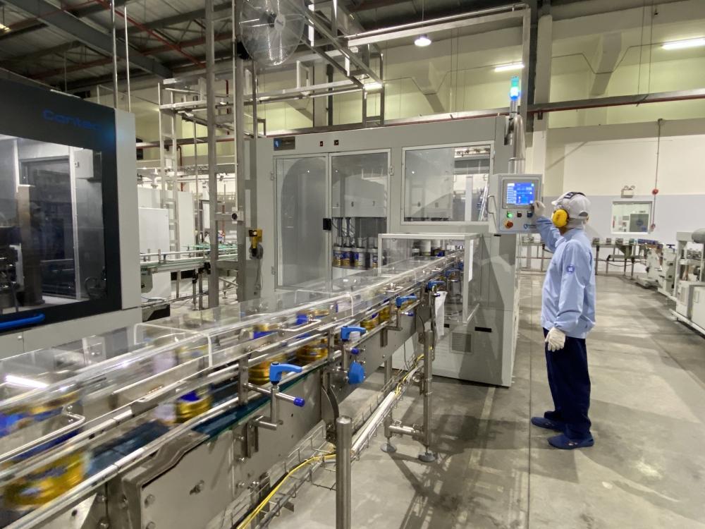 Với 13 nhà máy hiện đại, Vinamilk hiện có thể sản xuất hơn 28 triệu hộp sữa nước mỗi ngày