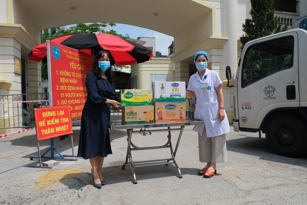 Vinamilk dành quỹ hơn 2 triệu sản phẩm dinh dưỡng để hỗ trợ tuyến đầu chống dịch Covid-19