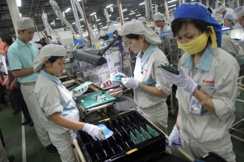 Công nhân lao động trên địa bàn TP Hà Nội: Không để lòng yêu nước bị lợi dụng