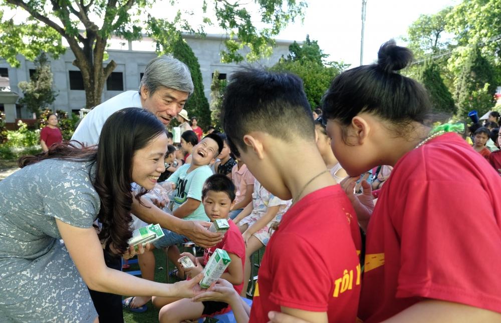 Hàng ngàn trẻ em Hà Nội đón niềm vui từ Vinamilk và Quỹ sữa Vươn cao Việt Nam